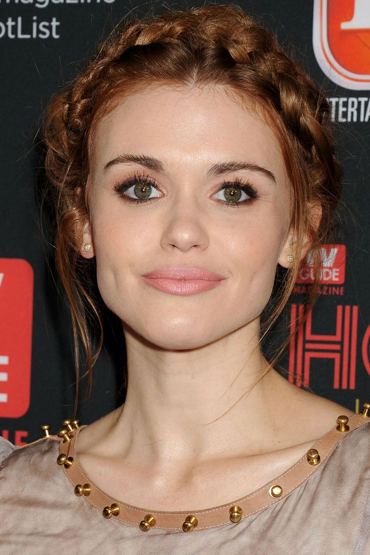 Holland Roden - braid crown. Absolutely love this, and I know only too well that I won't ever be able to do it with my own hair.