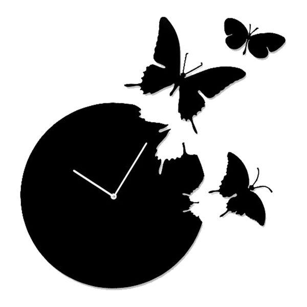 時計から抜け出してお部屋にひらり蝶が舞う