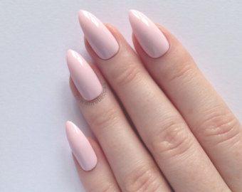 Decoración de uñas acrílicas uñas en tonos suaves