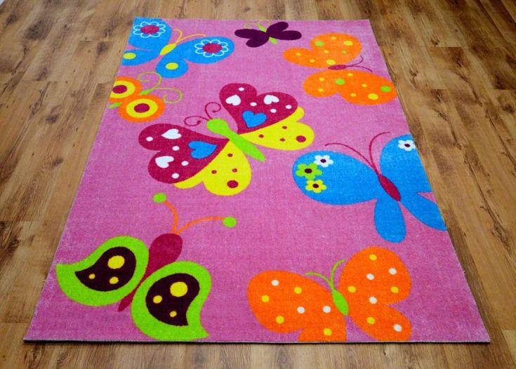 Dywan dziecięcy różowy dla dziewczynki z motylami