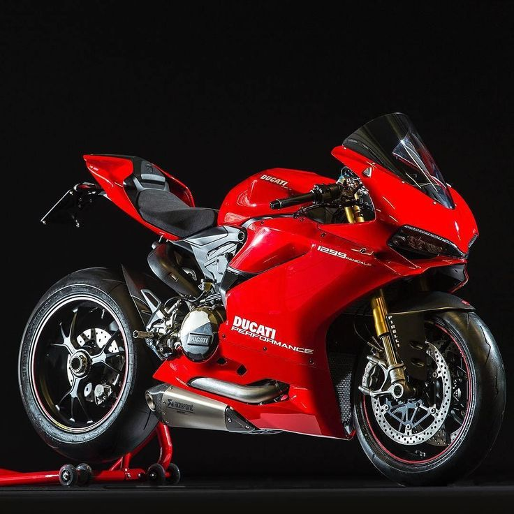 Via @ducatistagram Ducati Red Gets my blood pumping The Akrapovic Exhaust System…