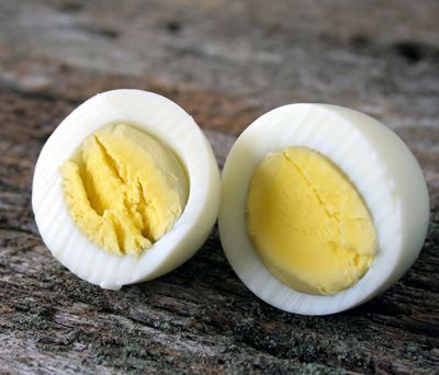 30 Quick 100-Calorie Snacks You Can Make Yourself//A hardboiled egg and 1 cup of sugar snap peas  c Thnkstock