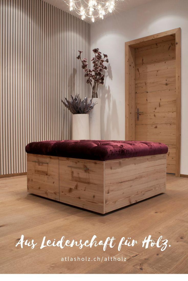 """Türe und Möbel aus Altholz Fichte/Tanne gebürstet kombiniert mit einem Holzboden aus der Kollektion """"Fürstliche Maxi-Diele"""" Eiche Farbton 119 gebürstet"""