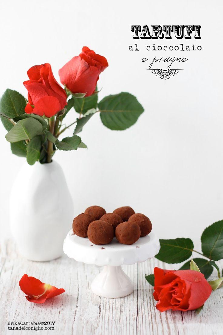 I tartufi al cioccolato e prugne sono una delle ricette perfette per celebrare ogni occasione speciale. Morbido cioccolato fuso in un mi...