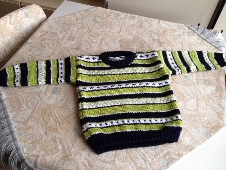 Black, green & white striped hand knitted kids sweater - Zwart, groen & wit gestreepte handgebreide kindertrui