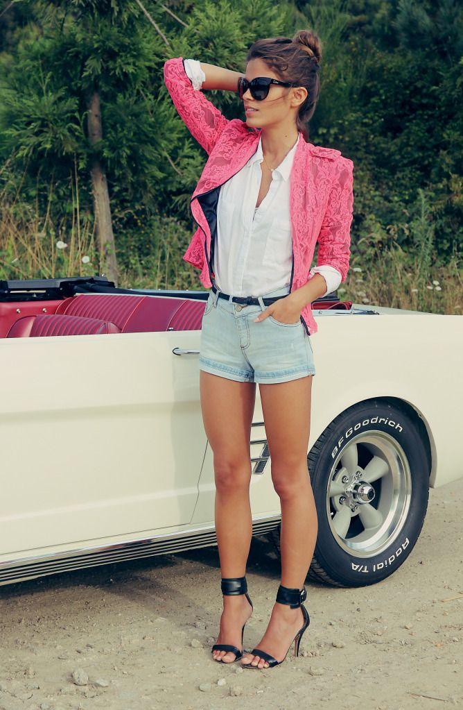 rose blazer over collared white shirt and high waisted jean shirts with thin black belt