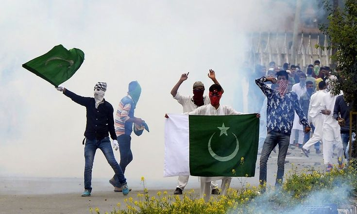 Kashmiri protesters clash with Indian government forces after Eid prayers in downtown Srinagar. ─ AFP