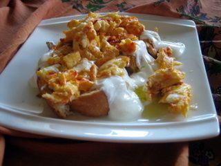 Yogurtlu Yumurta