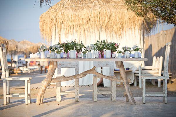 Sweetheart table for two!! Wedding planner: www.sensyle.com Η διάθεσή μας είναι άκρως ρομαντική και με τις εκπληκτικές ιδεες για γαμο στην παραλια που μοιράστηκε μαζί μας η wedding planner Μαρίτα από τη SenSyle... δ