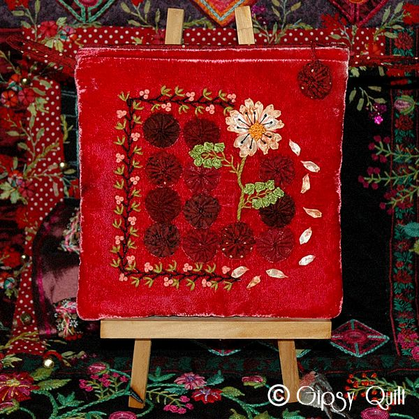 yo you wallhangingCrazy Quilt, Embroidery Pattern, Ribbons Quilt, Red Yoyo, Gipsy Quilt, Tuto Pochette, Ribbons Embroidery, Les Yo Yo, Quilt Tutorials