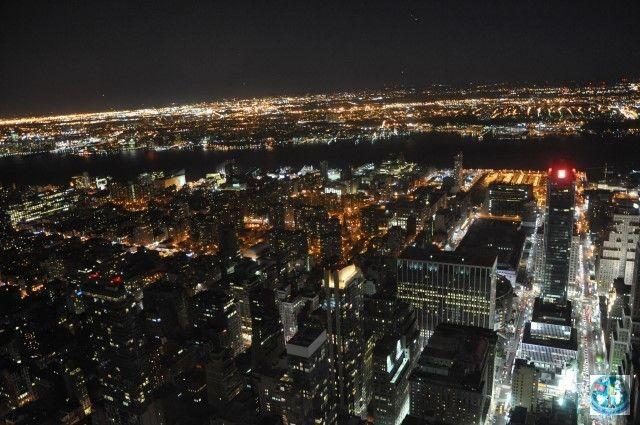 Empire States Building e una din cele mai faimoase și mai înalte clădiri din Statele Unite ale Americii. Panorama asupra orașului New York de la cele mai înalte etaje e fantastică
