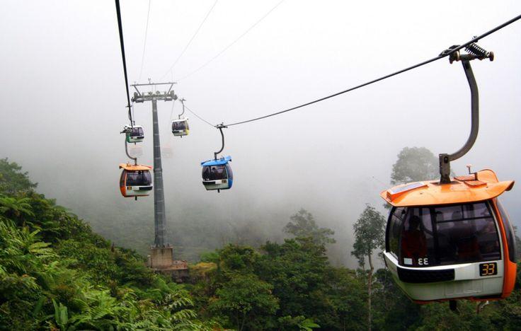Genting Skyway, Malaisie - Un des plus rapides téléphériques au monde vous amène vers le Genting Highlands Resort, un parc à thème comprenant hôtels, casino et boutiques. Le téléphérique monte à 2 027 mètres, faisant de lui le plus long téléphérique d'Asie du Sud-Est.