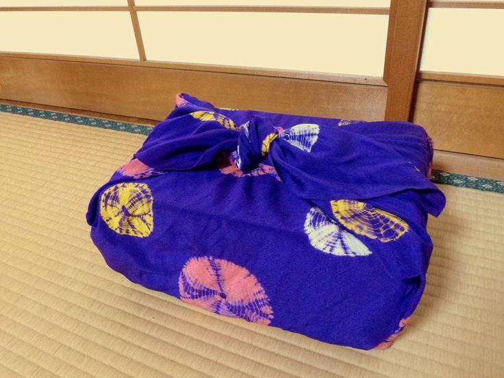 Vitage giapponese stoffa furoshiki viola scuro seta 100% chirimen rosa pois bianco giallo tie-dye di AnyaCapriccioJAPAN su Etsy https://www.etsy.com/it/listing/275814504/vitage-giapponese-stoffa-furoshiki-viola