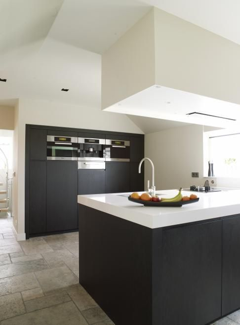 Love the combination of the stone floor with the minimalista kitchen