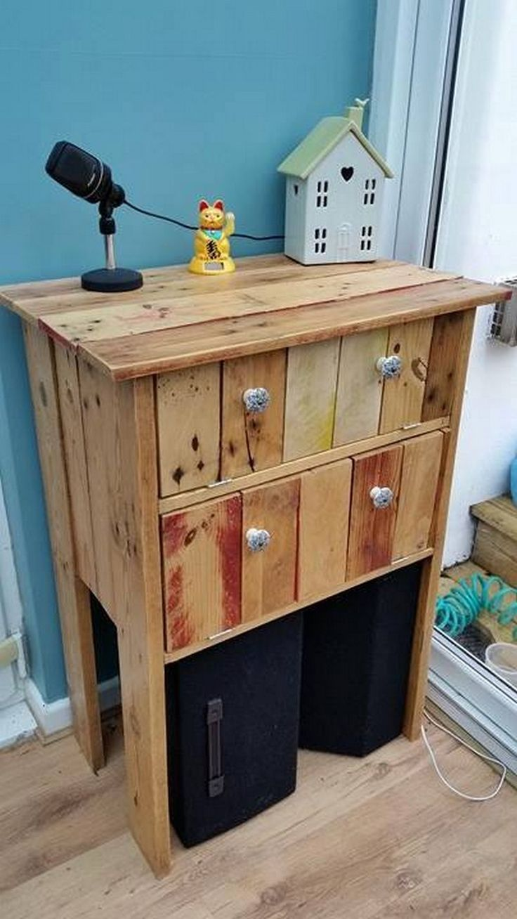 Having a piece of furniture in your room that accommodates to all your needs is a blessing. A shelf made up of rough, wooden pallets is the best choice for such purposes.