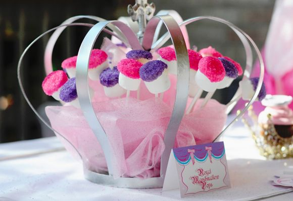 Next years easter hat parade idea - Royal Marshmallow Pops :)