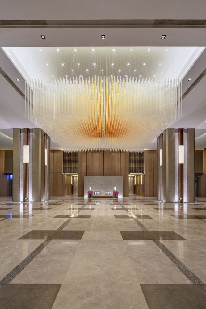 BEIJING KERRY CENTRE OFFICE TOWER Beijing Kerry Centre's prime location in the heart of the Central Business District puts you right at the doorstep of mainland China's commercial activity. Lasvit's illuminated sculpture embellishes the lobby of this tower. #light #design #experience