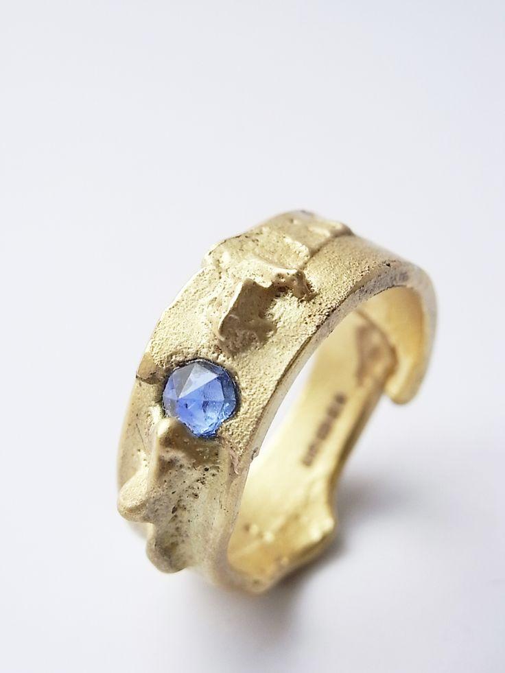 Freeform ring, 18ct yellow gold and sapphire. Kelvin J Birk 2013