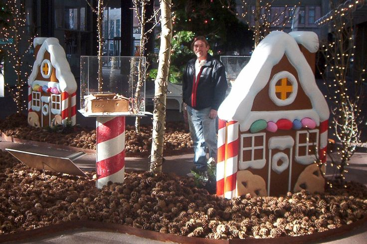 Christmas Display Ideas | This Wells Fargo Bank Christmas display was put together on a limited