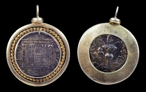 Silver tetradrachm of Bar Kochba, in a vermeil pendant setting. The facade of the #temple in #Jerusalem with ark and scrolls on the front, lulav with inscriptions on the reverse. 132 - 133 AD