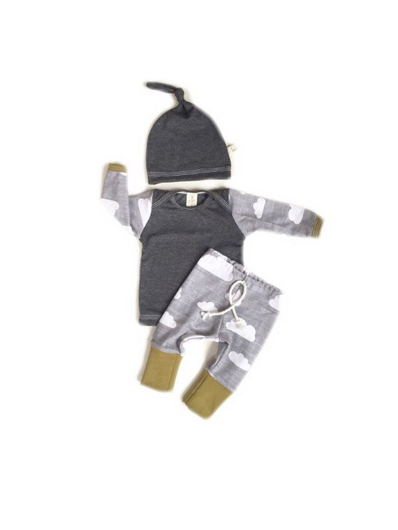 Coming Home Outfit jungen / junge take Startseite festlegen. Graue Wolken, graue Mieder, Olivgrün trim und passender Hut! Dieses eines von mehreren Art