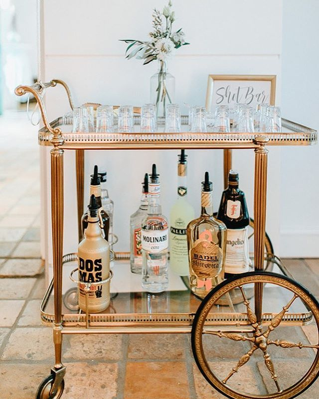 #mundushannover #fineartbakery #handmade #shotbar #wedding #drinks #party #shots #happy #hannover #gold #weddinginspiration  Flowers: @milles_fleurs_  Foto: @anja_schneemann_photography  Sweets: @mundushannover  Wedding Planner: @marryjane_weddingdesign