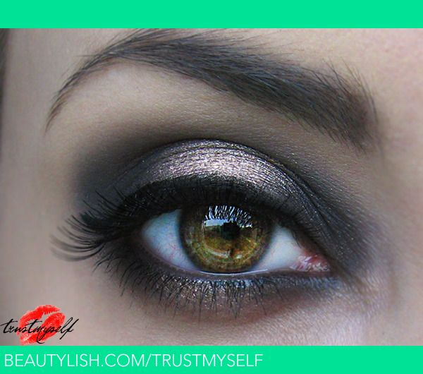 Glam smokey | Using Naked 2 Palette  {Colors: Blackout, YDK and Chopper}