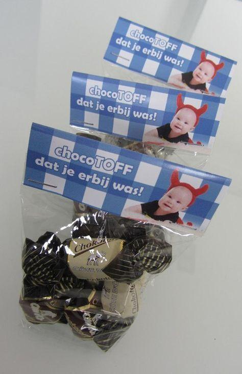Als bedankje op het einde van het doopfeest met foto van je kleine spruit een zakje gevuld met Chocotoffs.