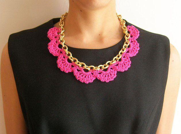 DIY crochet necklace with chain, amazing mix of textures and color/ Patrón gratis para hacer este collar tejido en una cadena, increible mezcla de texuras y color