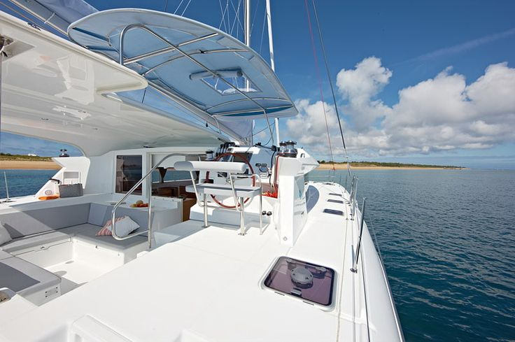Lagoon 421 - year built: 2014 - 4 double cabins + 1 single cabin + 5 heads