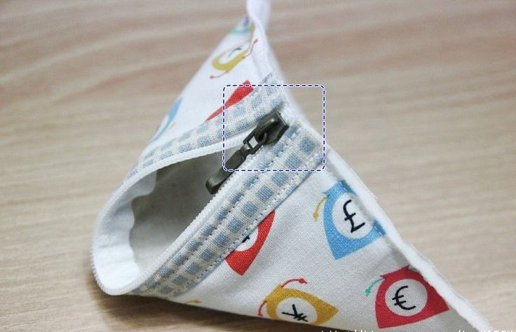 Triangle Coin Purse. How to sew. ~ DIY Tutorial Ideas!