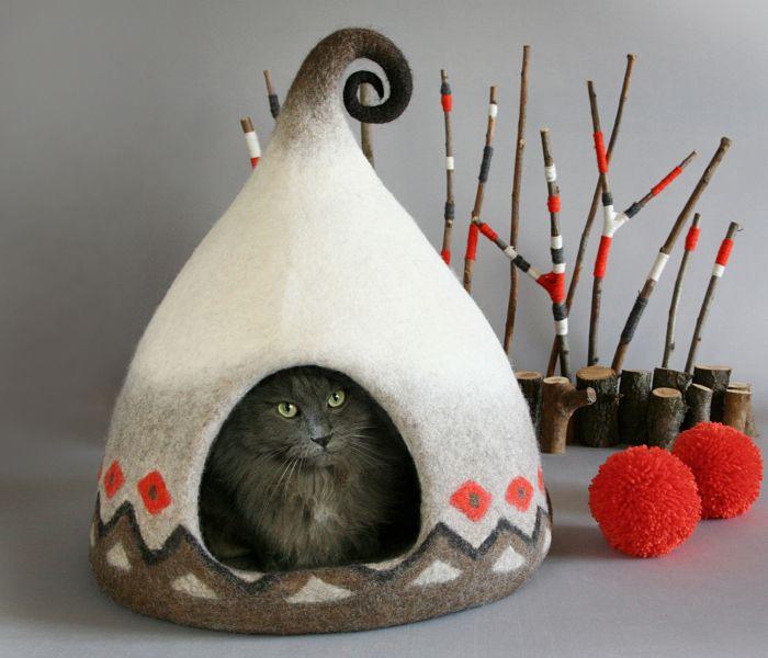 Hago con fieltro casitas de cuento de hadas para gatos