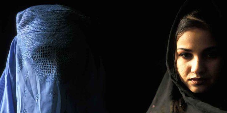 """Afghanistan. Dove fallisce la legge per i diritti delle donne  La dura lotta in Afghanistan per far riconoscere una legge per crimini come lo stupro, la violenza domestica, il """"crimine d'onore"""", i matrimoni forzati e minorili, la poligamia."""
