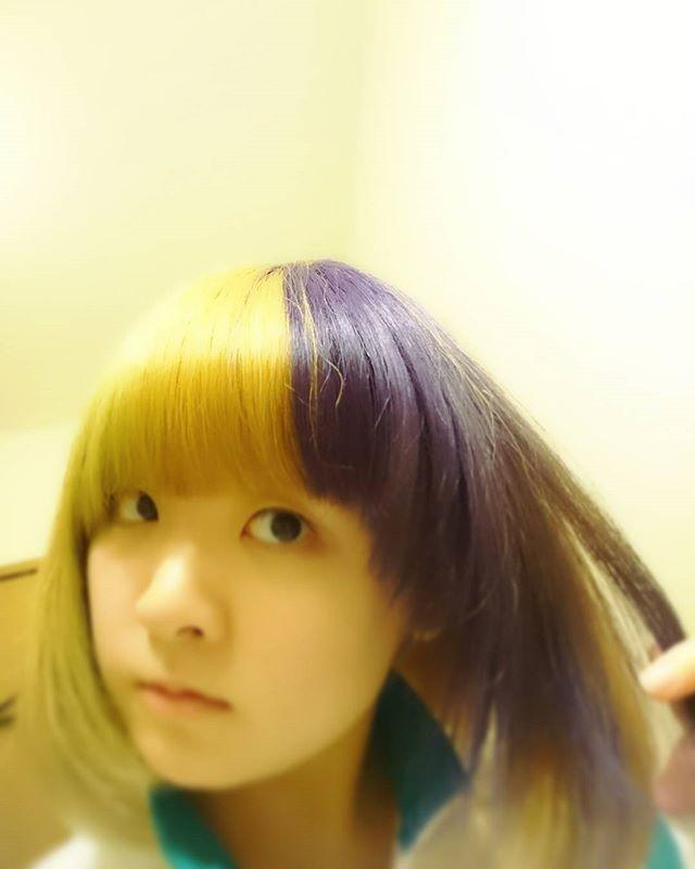 WEBSTA @ hinapunyo - *残ってたマニパニぶち込んだら葡萄みたいな色になった🍇次はちゃんと全部染めるよ👍#マニパニ #紫 #三高ジャージまだ着てる