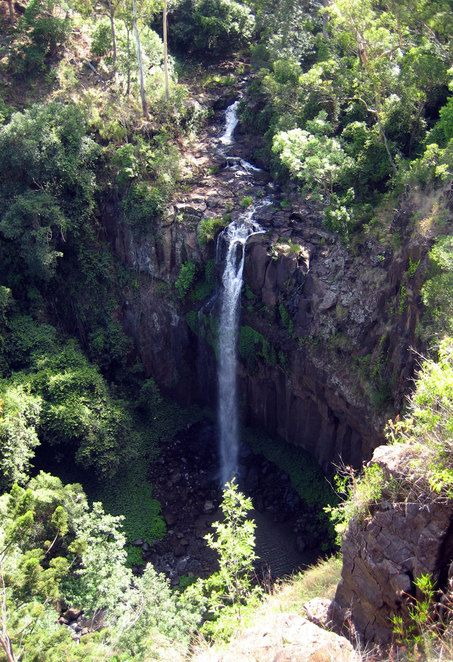 Daggs Falls is a spectacular waterfall along the Spring Creek Road not far from the town of Killarney. Of all the waterfalls on the Spring Creek road, this is the easiest to visit as the lookout is right beside the road.