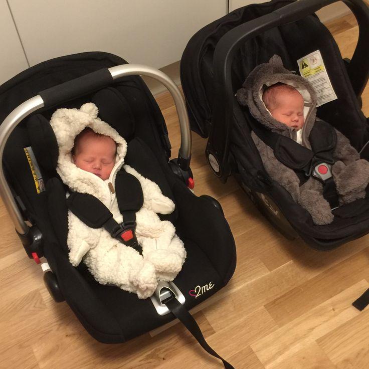 22 år, gravid med tvillingar, bloggar om graviditet och andra roliga saker.