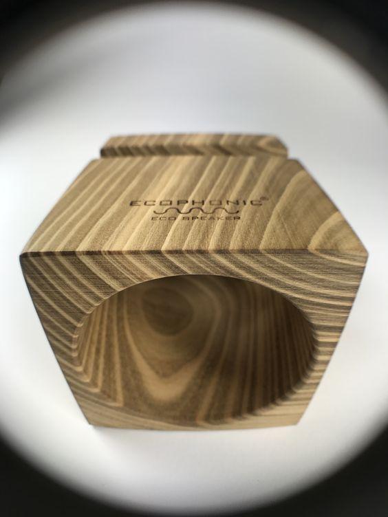 Altavoz Uno Universal en madera de cerezo.