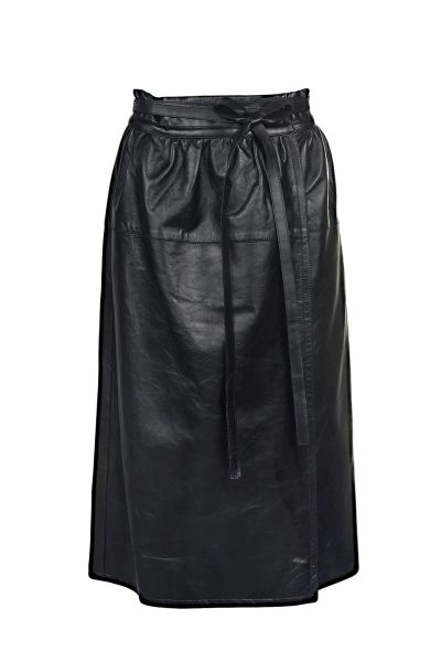 Marc Jacobs leather A-line skirt with high waist, tie fastening and concealed hook closure in the front  The model is 1,75m tall and is wearing size 38
