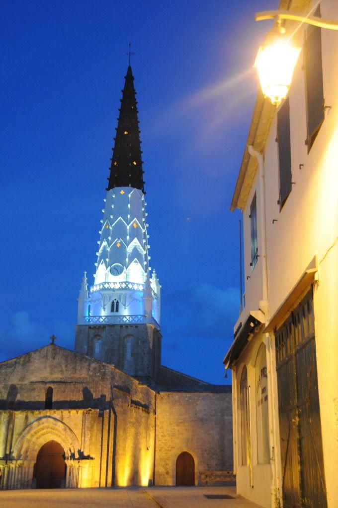 Clocher d'Ars-en-Ré et l'Eglise Saint-Etienne | Ile de Ré Charente-Maritime Tourisme #charentemaritime | #IledeRé | #arsenré