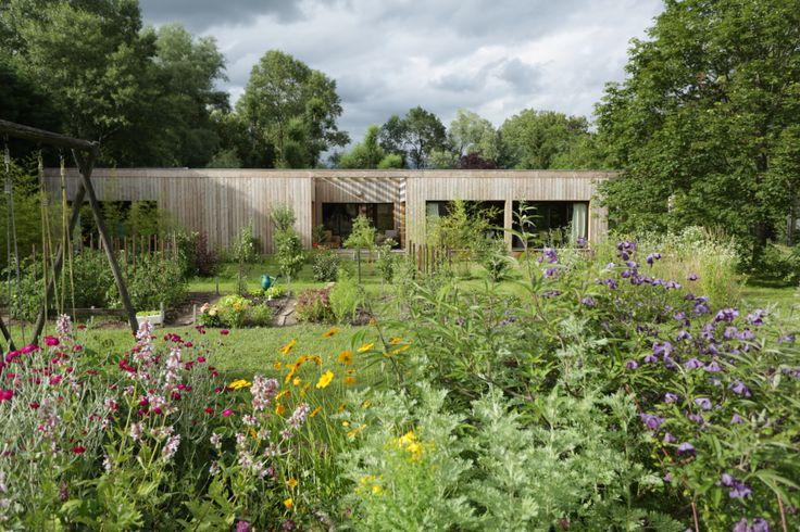 Zéro pesticide, c'est possible ! Pour accompagner les jardiniers dans cette démarche de bon sens, botanic® suggère plus de 800 solutions alternatives pour la réalisation d'un jardin responsable.