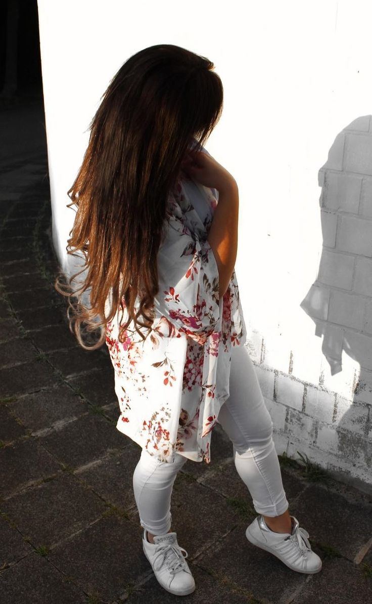 A striking floral and white outfit by Elena with her white floral chiffon kimono #LBSDaily