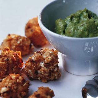 Pollo rebozado en kikos con guacamole - Recetas de Cocina - Telva.com