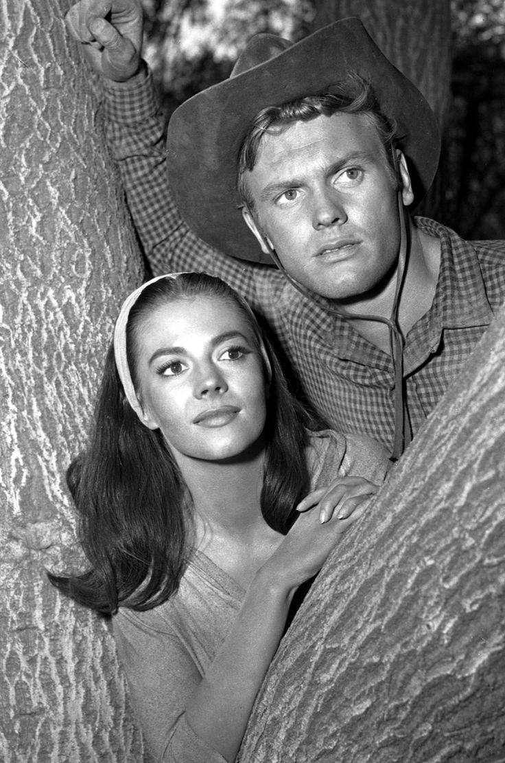 Natalie Wood and Tab Hunter in The Burning Hills (1956)