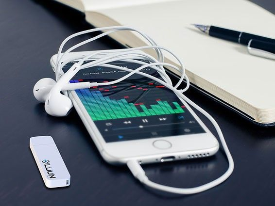 iLUUN Air is a wireless USB 3.0 flashdrive for your smartphone