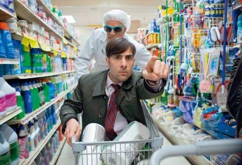 Abenteuer Supermarkt – George und Jonathan bereiten sich auf einen Einsatz vor.