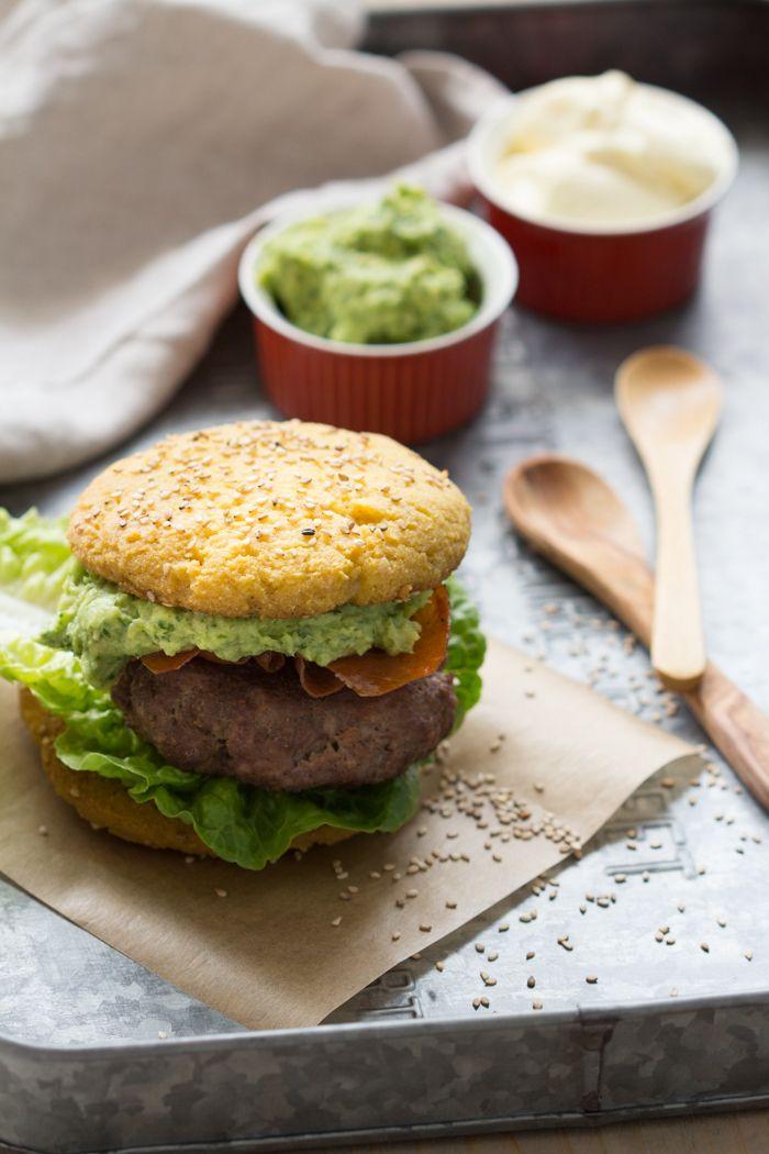 Daar zijn ze dan! Toen ik tijdens de Paleo Convention in Berlijn een hamburger met een 'echt' (paleo) broodje at en dat liet zien, werd ik nog net niet gebombardeerd met de vraag of ik daar het recept