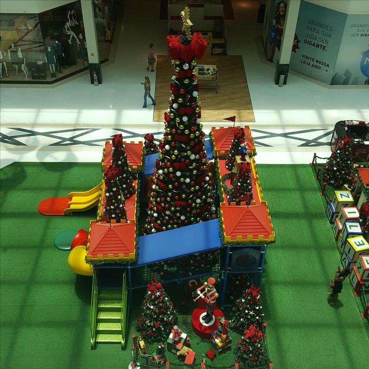 9 December 2016 (12:28) / Christmas Tree at Parque Shopping Barueri, Barueri City, São Paulo.