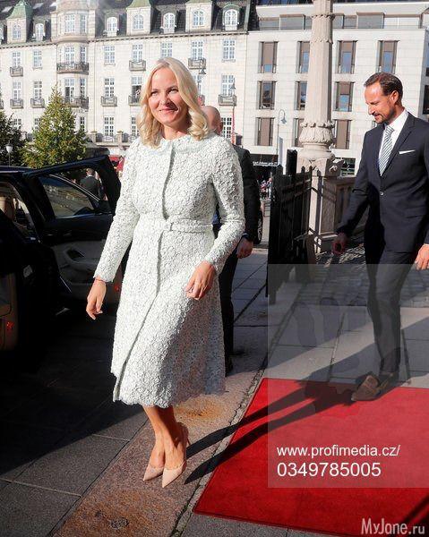 18 сентября 2017 года: члены королевской семьи Норвегии и посещение Парламента: Группа В некотором царстве-государстве...