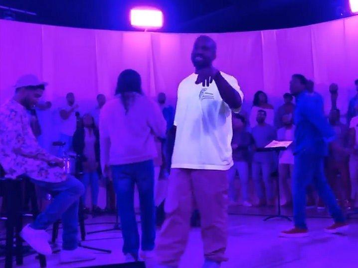 Tmz Kim Kardashian Teases New Sunday Service With Kanye West Leading Choir Kim Kardashian And Kanye West Are Getting In View More In 2020 Kanye West Choir Kim Kardashian Kanye