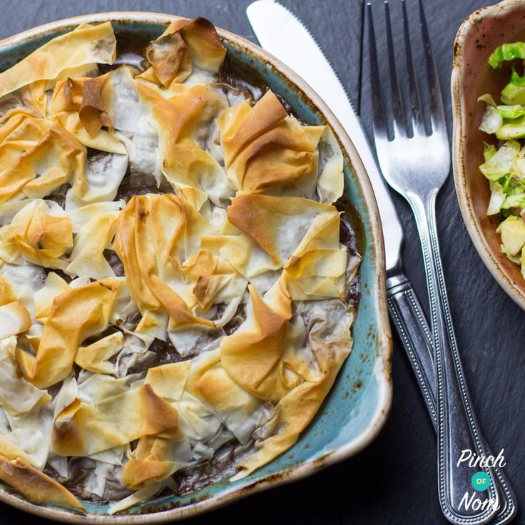 Since starting on Slimming World one thing we miss is pie! Mmmmm piiiiiiiie! We came up with a Slimming World alternative, a 2 Syn Chicken and Mushroom Pie, so we thought we'd try it with steak and came up this 2 Syn Steak and Mushroom Pie! Now, we know there's probably a lot of Slimming World friendly pies made with filo out…